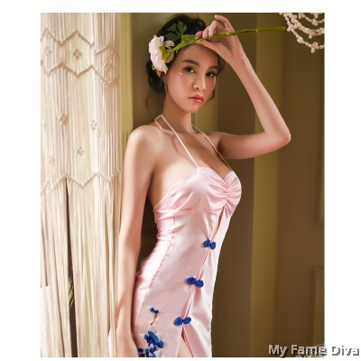 Oriental Beauty : 'Ai' Beauty in Satin Cheongsam